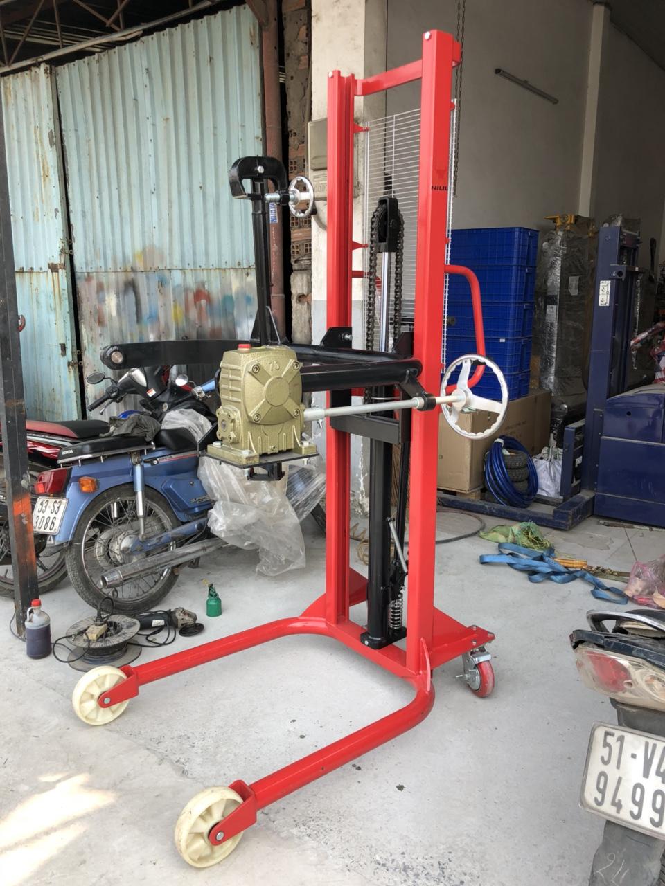 Xe nâng quay đỗ phuy 350kg