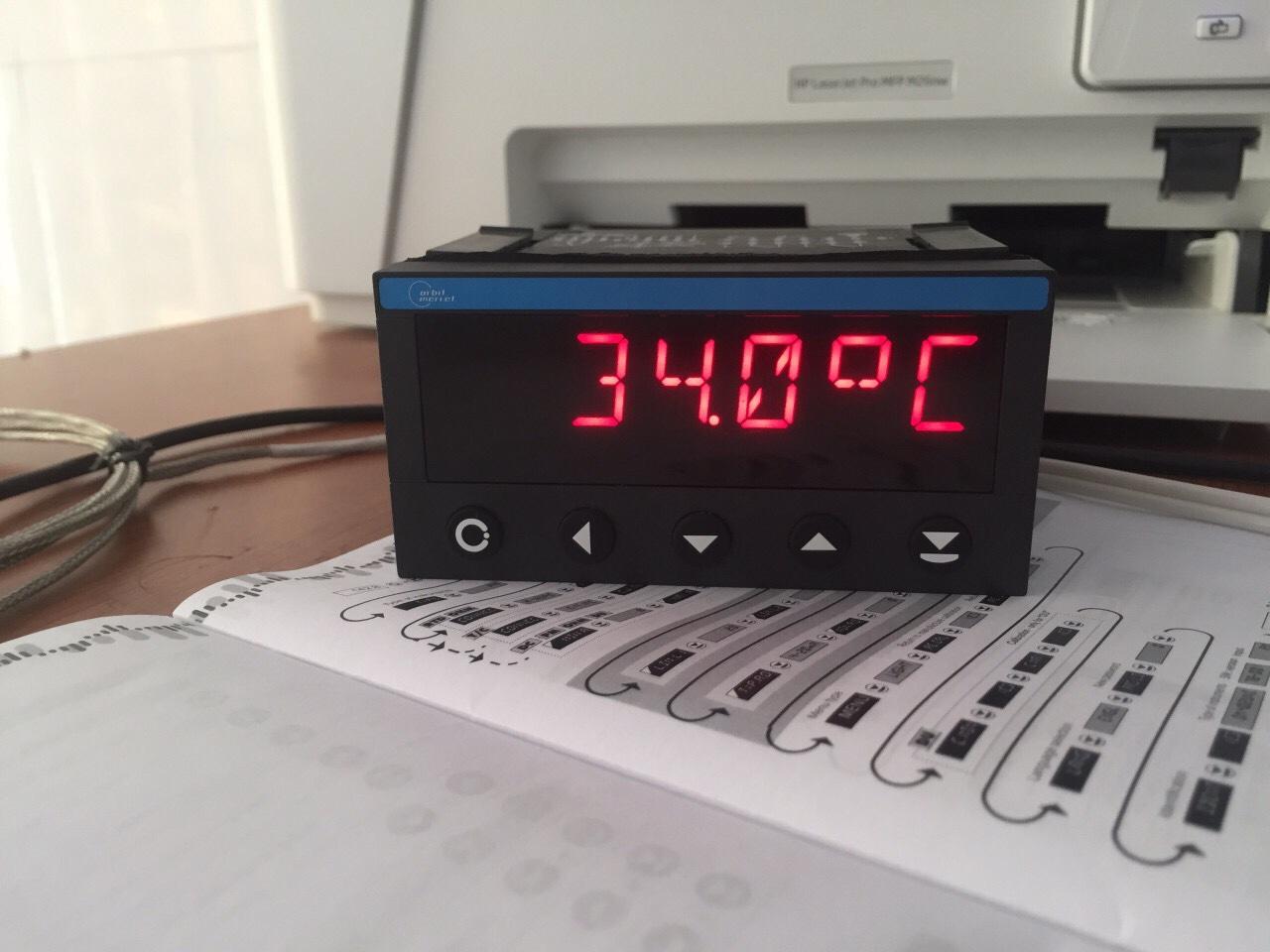 Bộ hiển thị nhiệt độ gắn tủ điện